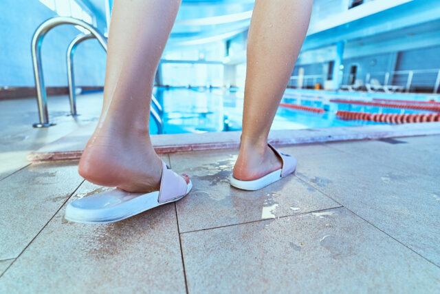 Чтобы не пришлось лечить грибок ногтей на ногах, не пользуйтесь чужой обувью